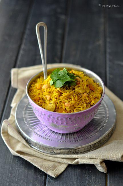 Biryani indien de poulet.