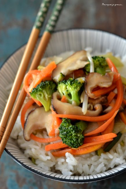 Bol de légumes sautés à la chinoise.