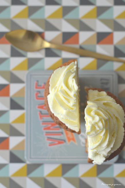 Cupcakes à la vanille et au chocolat blanc, glaçage au cream cheese !