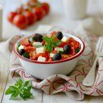 Salade fresh aux tomates, feta, courgettes / concombre, olives et basilic !