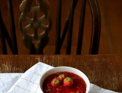 Crème au lait d'amande et au coulis de fraises