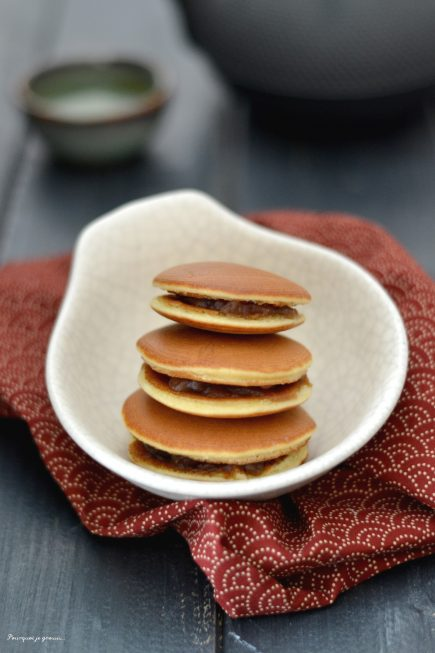 Dorayaki ~ Petites crêpes japonaises, fourrées à la pâte de haricots rouges azuki.