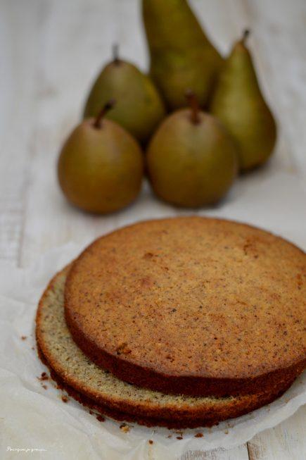 Gâteau italien moelleux aux noisettes, poires & ricotta.